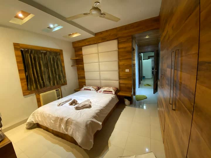 Luxury SANITIZED ROOM in South city, Kolkata
