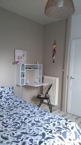 chambre privée dans une maison avec petit jardin - Saint-Sébastien-sur-Loire - Hus