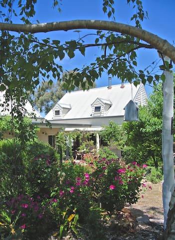Northrock Vineyard Farmhouse Retreat - Wy Yung - Dům
