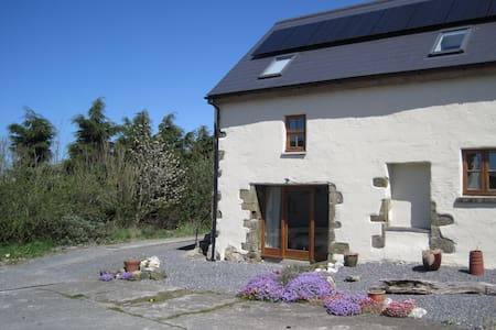 Cosy converted barn - Aberporth - Hus