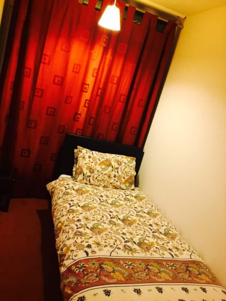 Cozy room at heart of norwich city center