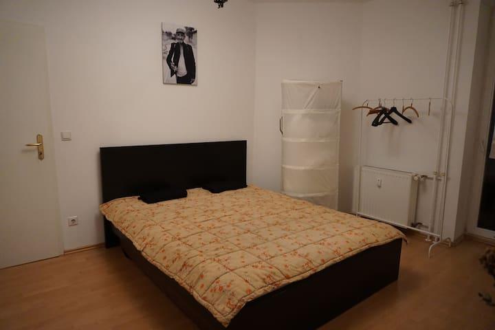 Ruhiges,helles Zi.in zentraler Lage - Berlim - Apartamento