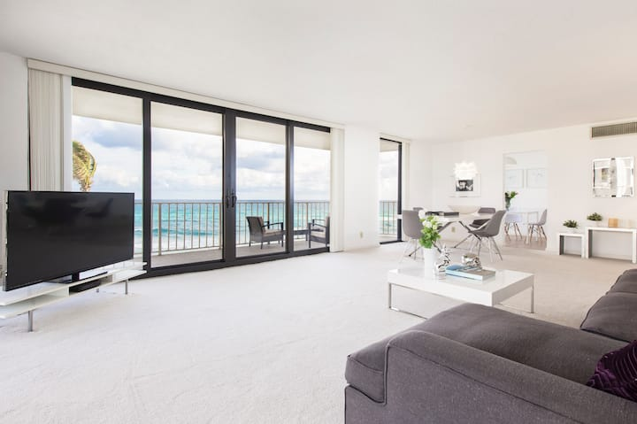 Stunning Oceanfront Apartment on Palm Beach Island