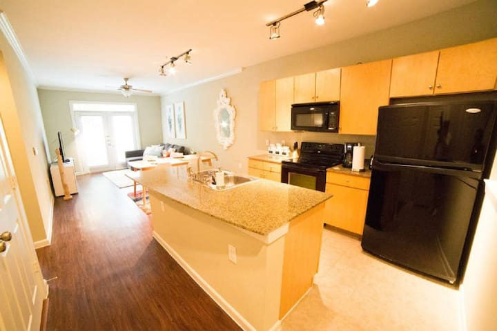 Luxury The Woodlands Apartment B01