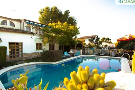 Cozy Castellet casa 8min to beach - Rocallisa - Casa