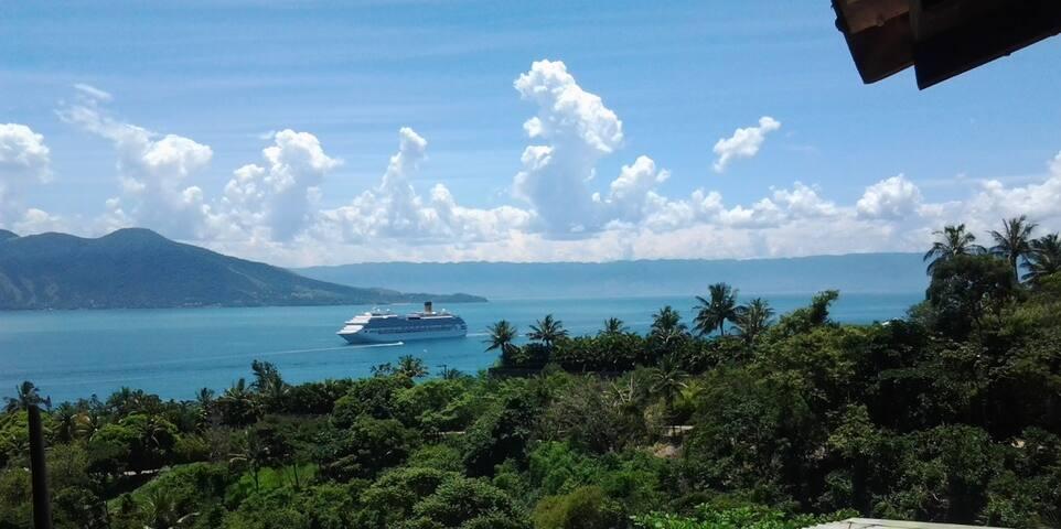 Casa Ilhabela na Vila com linda vista para o mar