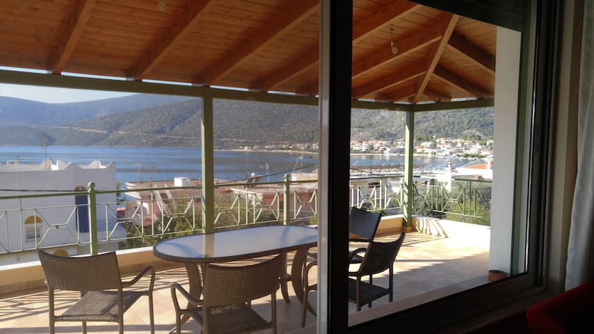 Villa for 10 - Sea View - Korfos / Korinthos - Korfos - Vila