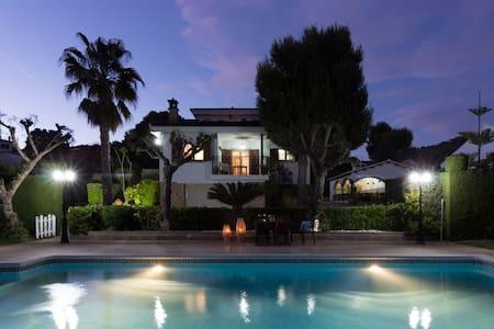 """Espectacular villa """"El Romaní"""" con gran piscina"""
