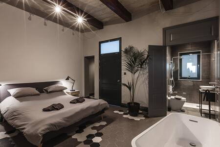"Rabat l.o. MDINA-Designer House ""THE BEDROOM-TUB"""