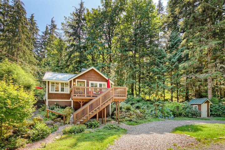 NEW! Hearthstone Cottage deep in the woods, sounds of creek nearby