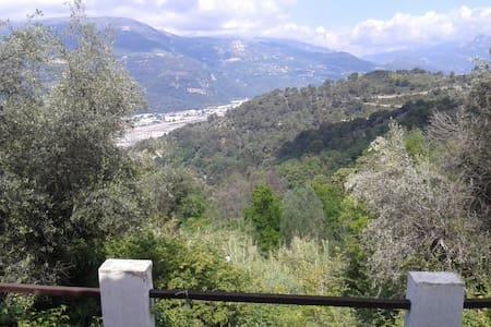 84 m2 le grand air proche des villes azuréenes - Castagniers - Flat