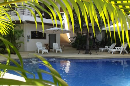 Modern 1-Bedroom Apartment 300 metres from beach! - 蘇梅島