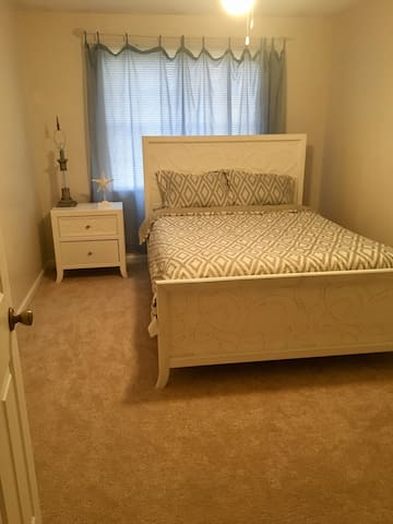 Clean  Comfortable Room