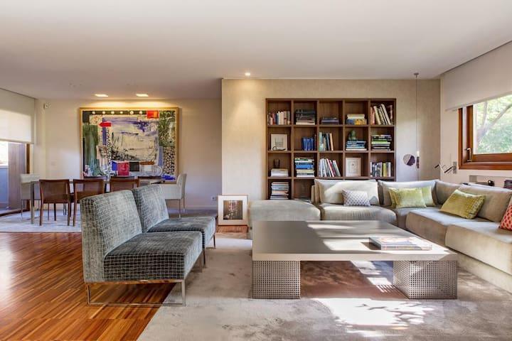 Modern apartment Arturo Soria + Pool and Sauna