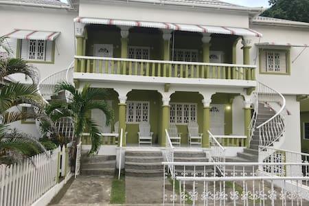 Bell Palm Inn