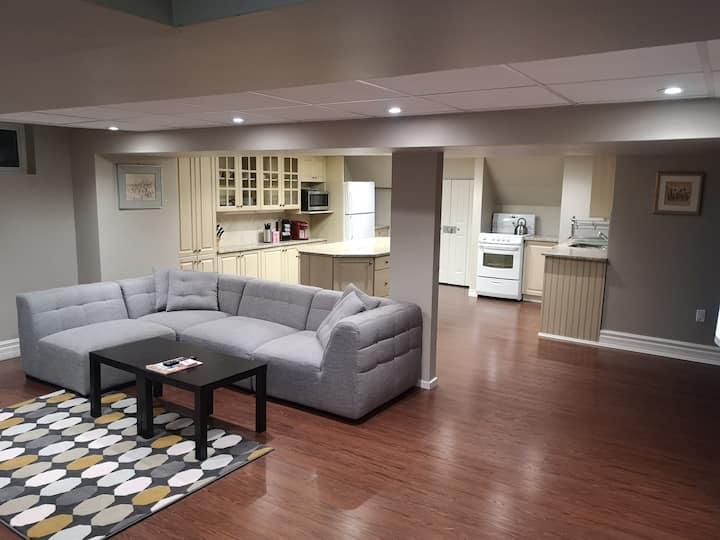 Beautiful, private guest suite in mature area