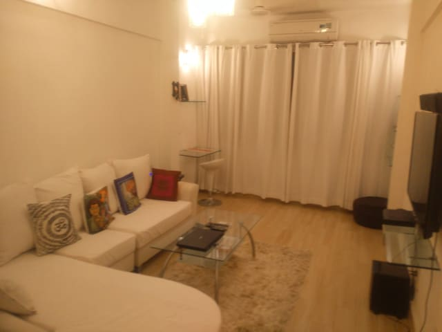 MODERN,FULLY FURNISHED 1 BEDROOM HALL, JUHU BEACH - Bombai - Pis