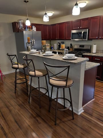 3 level luxury stay 12 min from Oceanfront!
