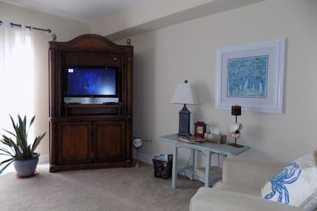 2-bedroom across street from beach - 比洛克西(Biloxi) - 公寓