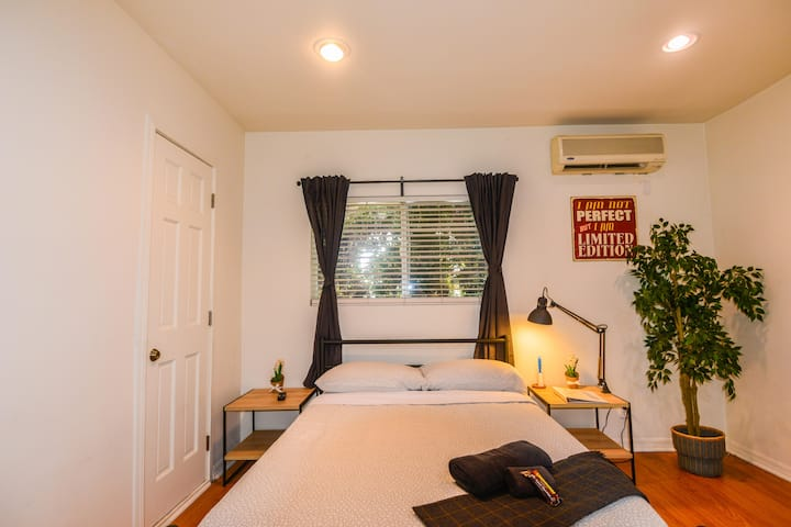 W.B4-Affordable Clean Private Room w/AC -Hollywood