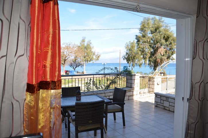 villa 20 meters from the sea.... - Rodia - Villa