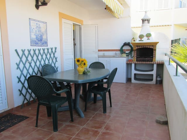 Apartment for 6 with terrace in quiet location