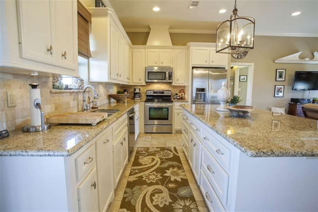 Kitchen with island & stainless steel appliances