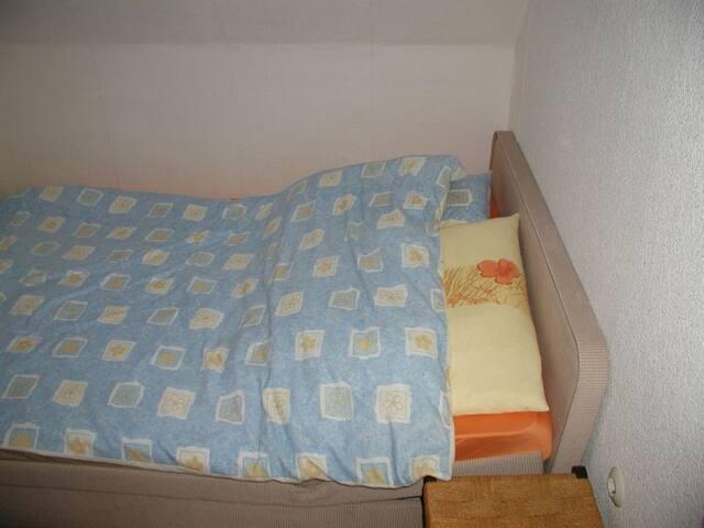 Schlafzimmer 3 mit französischem Bett 140x200, auch für 2 Personen geeignet