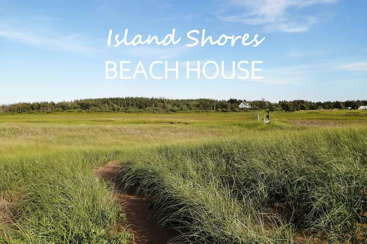 Island Shores Beach House - 22 Acres Beachfront