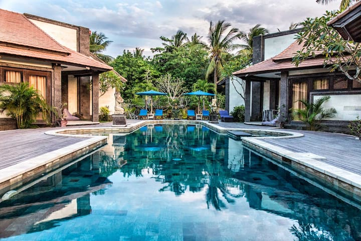 Modern bungalow with large swimming pool - Central - Lembongan - Bungalow