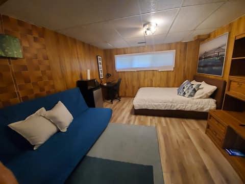 Beautiful, spacious, bright, modern full Room