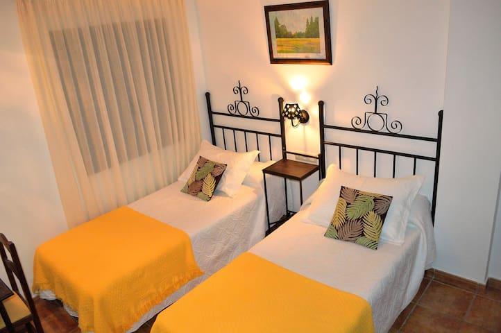 Preciosas habitaciones de hotel rural - Capileira - Boutique hotel
