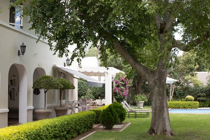 ⭐ Treetop Garden View in 1904 Heritage House