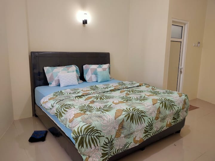 Clean & Cozy Deluxe Room at Marella Residence