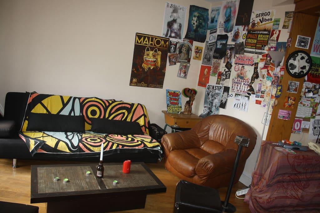 """Le salon, partie : """"je me détends sur mon canapé ou mon fauteuil"""""""