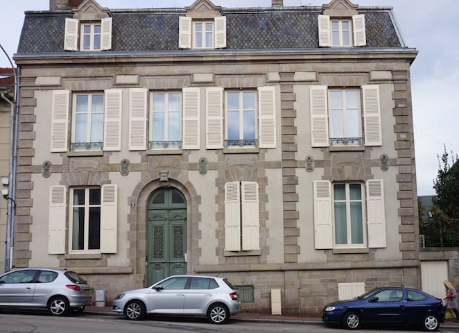 immeuble Haussmannien  Mairie 1 lit 55 m2