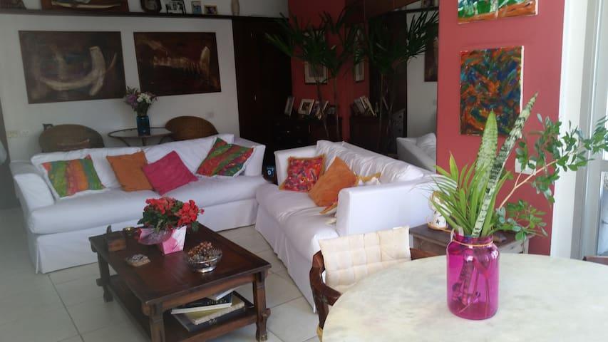 Suite com Hidromassagem em São Conrado