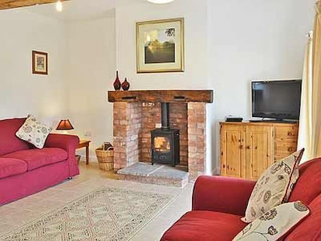 The Owletts Cottage on Traditional Working Farm - Ham Green - Casa