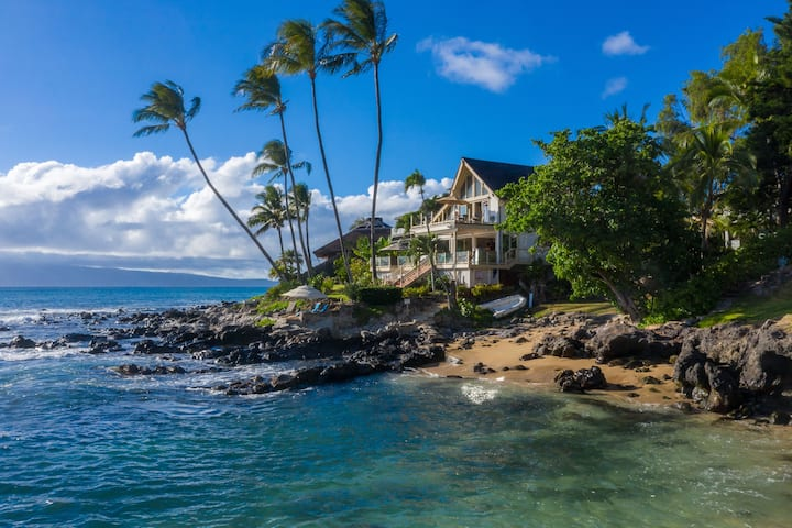 Hawaii Life Rentals presents Luxurious Oceanfront Napili/Private Beach Home - Turtle Cove