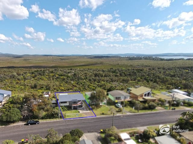 Jinalong 17 Pacific Street Family home great views.