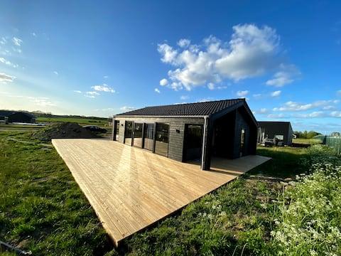 Nybygget sommerhus tæt på Saksild strand