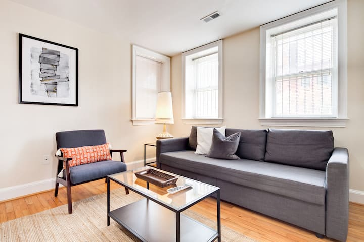 Capitol Hill - 30 day min stay - Entire Condo