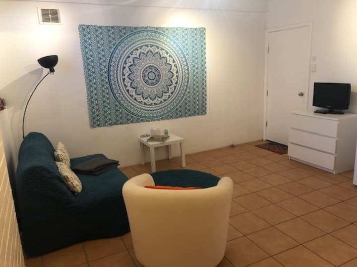 Long Term 1 bed self contained apartment