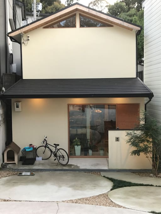 A house in a quiet residential area near Tofukuji.