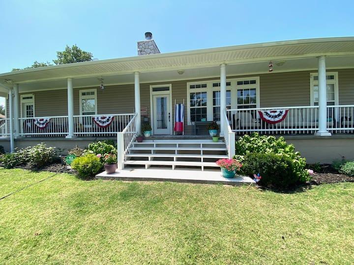 Beautiful Shawnee Twin Lakes Home