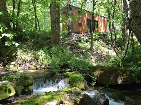 Creekside, a Tiny Cabin aside a Mountain Stream