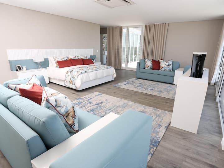 Liamara Estate -Blue Zircon  Luxury Suite