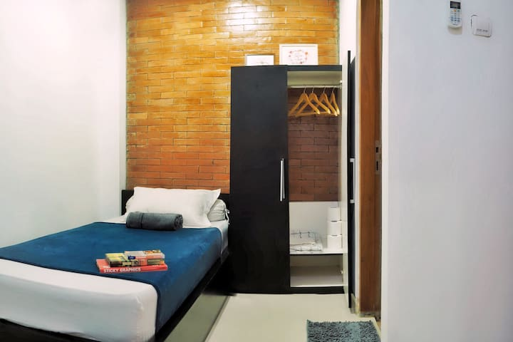 Private room with private toilet and amenities