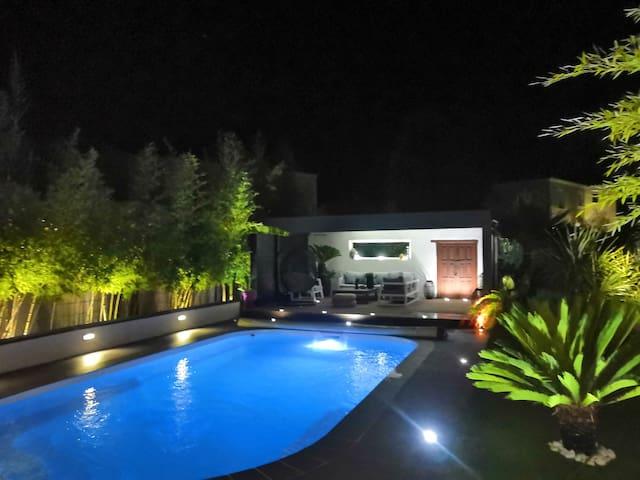 Villa contemporaine avec piscine Nîmes Est