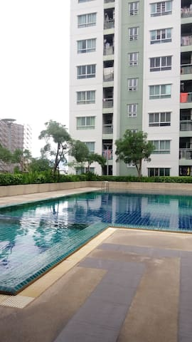 Nice room with swimming pool - Bangkok - Apartment